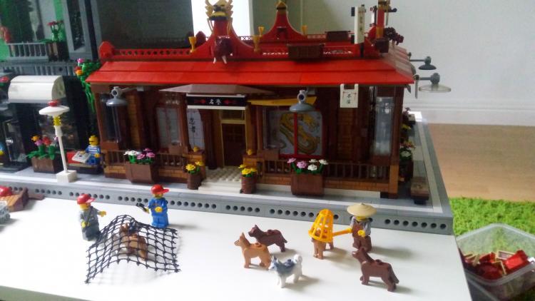 chinese restaurant and chinese dog chaising:):)
