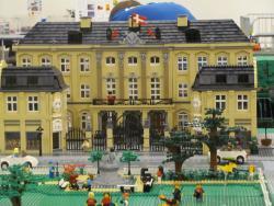 Lego World Copenhagen 2013 - handcuff details