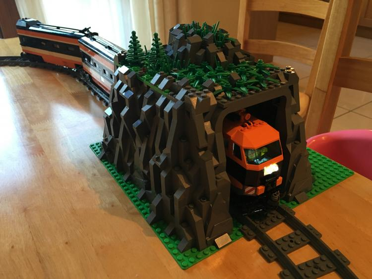 Moc small train tunnel/mountain.